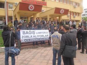 KTÜ'de Bağış(!) Protestosu